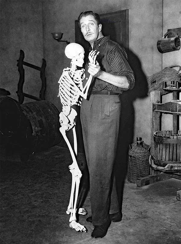 Vincent-Price-on-set-of-House-on-Haunted-Hill-1959